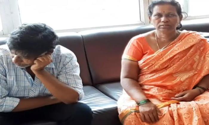 Uyyalavada Narasimha Reddy Family Argument With Saira Movie Team-Saira Team