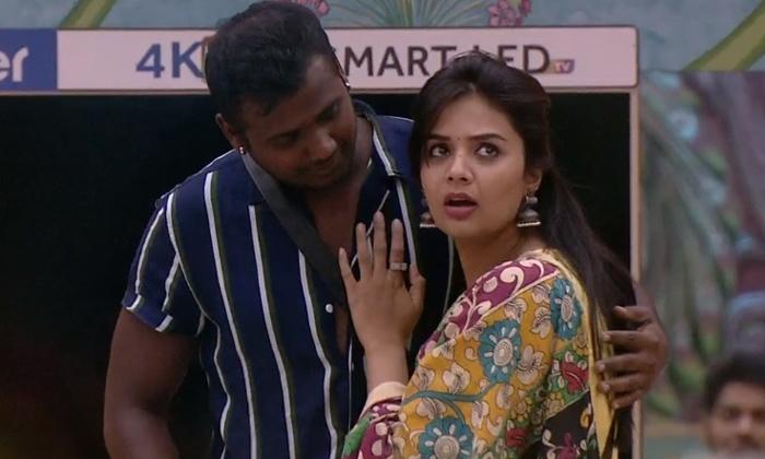 Varun Sandesh Counter To Srimukhi-Rahul Guess Task Sri Mukhi Varun Vithika And Punarnavi