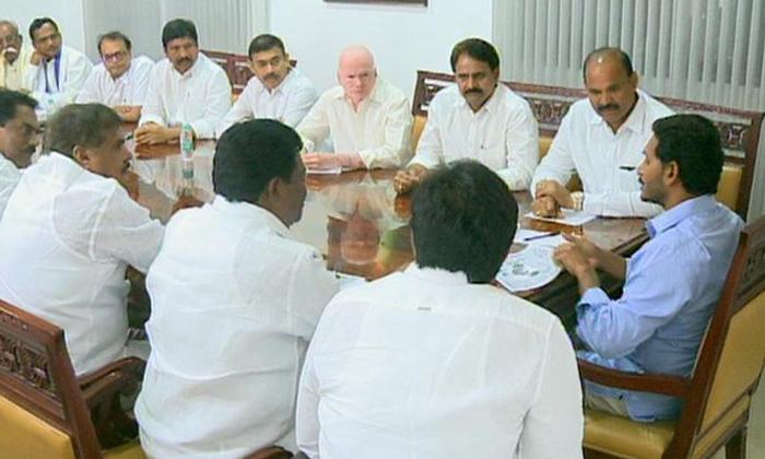 వైసీపీ మంత్రులకు ఆ స్వేచ్ఛ దొరకడంలేదా -Political-Telugu Tollywood Photo Image