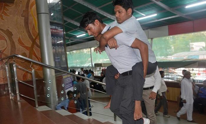 ఐఐటీ బ్రదర్స్ : కాళ్లు లేని అన్నను ఐఐటీ వరకు చేర్చిన తమ్ముడు-General-Telugu-Telugu Tollywood Photo Image