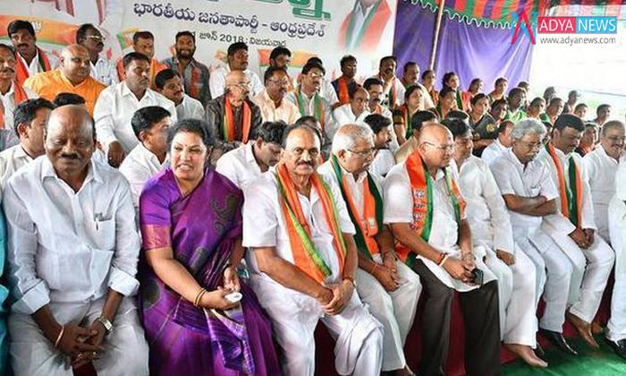 బిజెపి నాయకుల్లో ఈ భిన్నస్వరాలు ఏంటి -Political-Telugu Tollywood Photo Image