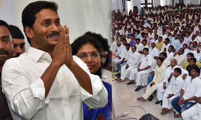 ఆ సామాజికవర్గం పై జగన్ ఇప్పుడు ఎందుకు దృష్టిపెట్టాడు -Political-Telugu Tollywood Photo Image