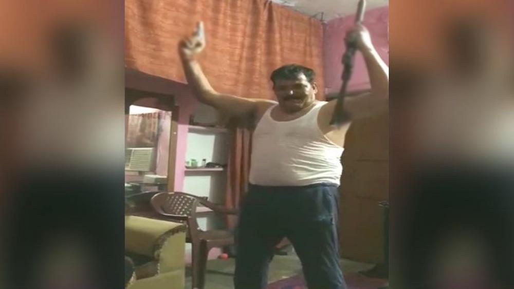 Telugu Dancing With Guns, Haridwar, Man Seen Dance With Two Guns, Telugu Viral News Updates-
