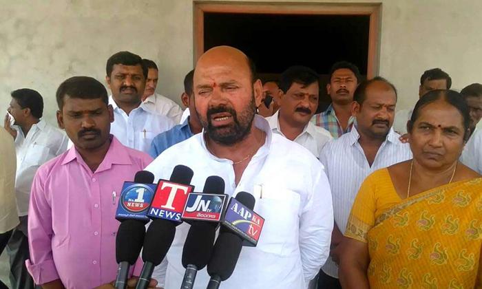 సమ్మె చేయిస్తున్నది మా పార్టీ వాళ్లే-Political-Telugu Tollywood Photo Image