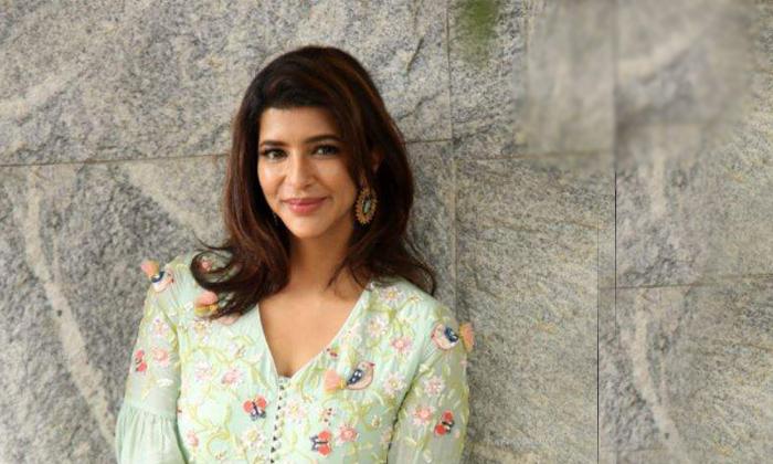 కుర్ర హీరోలంతా మంచు లక్ష్మికి భయపడతారట-Movie-Telugu Tollywood Photo Image