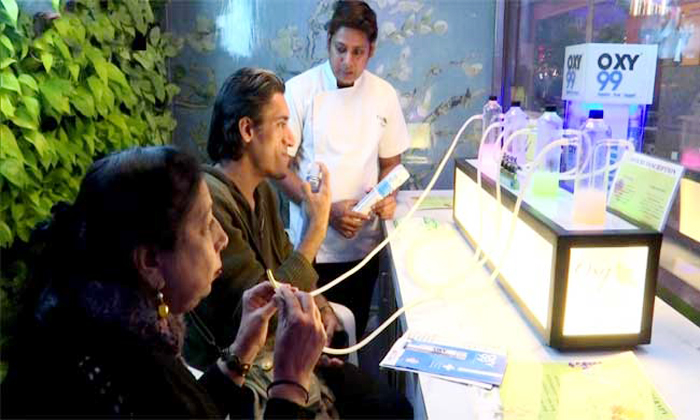 ఢిల్లీలో ఇంతే : ఓర్నీ గాలిని కూడా అమ్మేస్తున్నారా -General-Telugu-Telugu Tollywood Photo Image