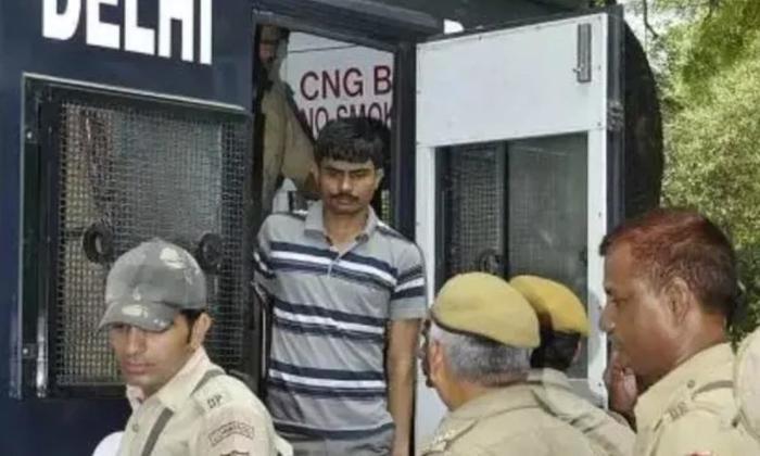 Telugu Akshay Singh, Akshay Singh Present In Front Of Court, Nirmbhaya Rape Case, Pawan Gupta, Vinay Sharma-