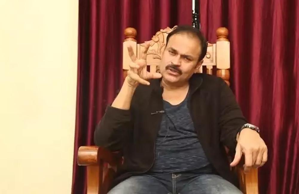 Telugu Actress Roja, Nagababu, Nagababu Comments On Malle Mala, నాగబాబు బుస కొడుతుంటే రోజా ఎలా విచ్చుకుందో-
