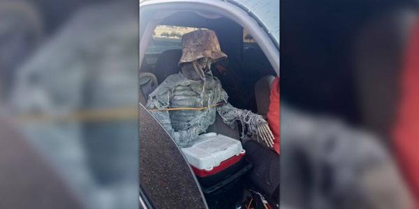 Arizona Man Dresses Up Skeleton To Drive In HOV Lane-Hov Lane Nri Ourenothema Telugu Nri News