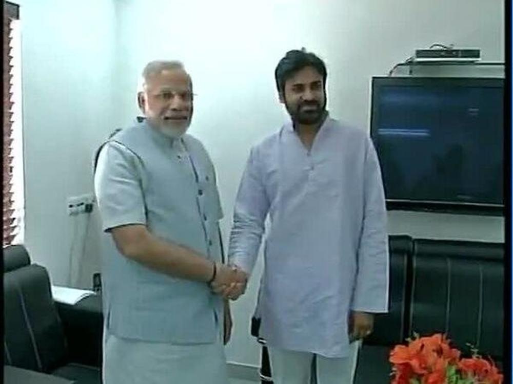 Pawan Meets PM To Make A Key Decision?-Bjp Janasena Narendra Modi Pavan Kalyan Pawan పవన్ భేటీ