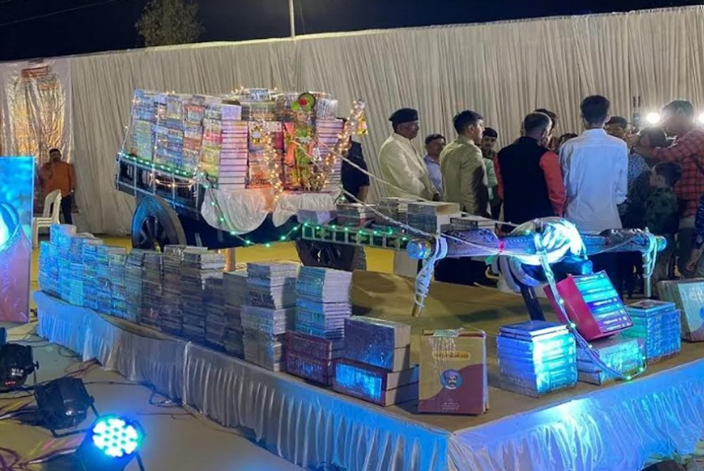 Telugu Parents Give Books To Daughter\\'s Marriage In Rajkot, Telugu Viral News Updates, Viral In Social Media, ఘనంగా కూతురి పెళ్లి చేసిన తండ్రి-Breaking/Featured News Slide-Telugu Tollywood News Photos Pics
