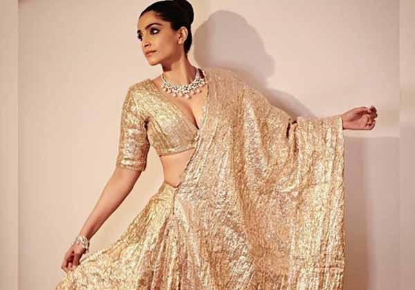 Telugu Abu Dhabi, Bulgaria Design, Pic Talk: Sonam Kapoor\\'s Mesmerizing Show, Sonam In Lehenga, Sonam Kapoor-Movie-English