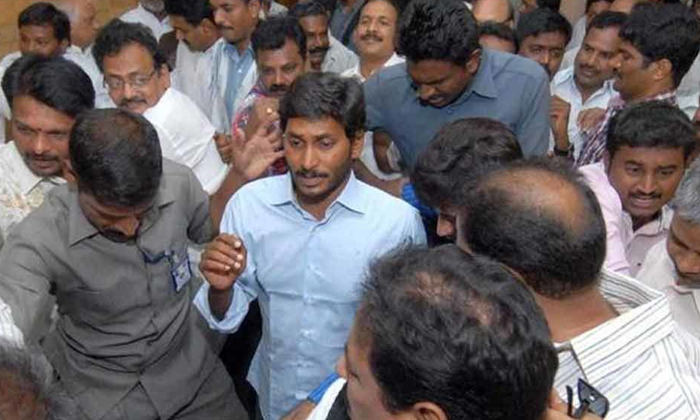 Telugu Ap Cm Jagan Mohan Reddy, Jagan A1 Accussed In Illigal Properties, Jagan And Cbi, Jagan Wife Bharathi, Prasad V Potluri, Prasad V Potluri Tweet Wiral In Social Media, Women Cm, , Ys Bharathi-Breaking/Featured News Slide-Telugu Tollywood News Photos Pics