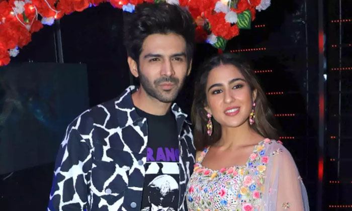 Sara Ali Khan And Kartik Aaryan Funny Video Goes Viral-Kartik Movie News Kartik Love Aaj Kal Sara Latest
