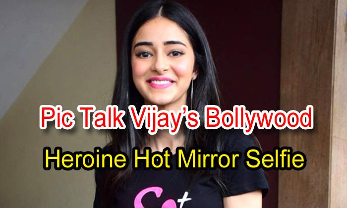 Pic Talk: Vijay's Bollywood Heroine Hot Mirror Selfie