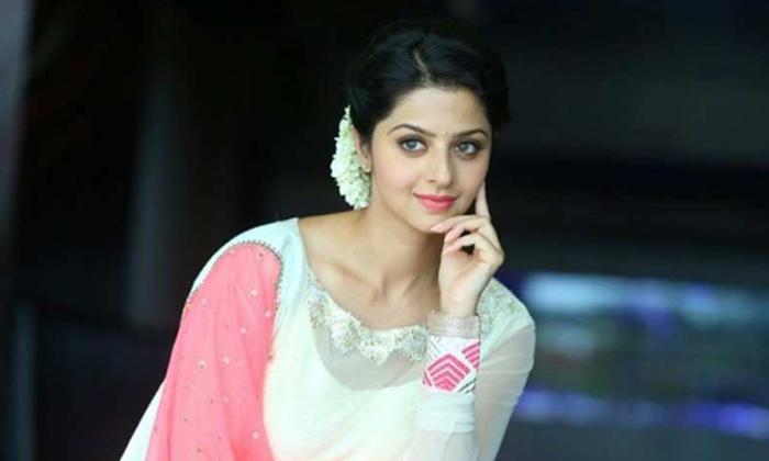 Balayya's Heroine Bikini Treat-Latest News English-Telugu Tollywood Photo Image