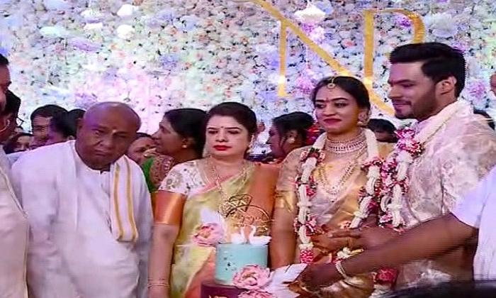 మాజీ సీఎం కుమారుడి వివాహం పై కరోనా ప్రభావం,వాయిదా-Breaking/Featured News Slide-Telugu Tollywood Photo Image