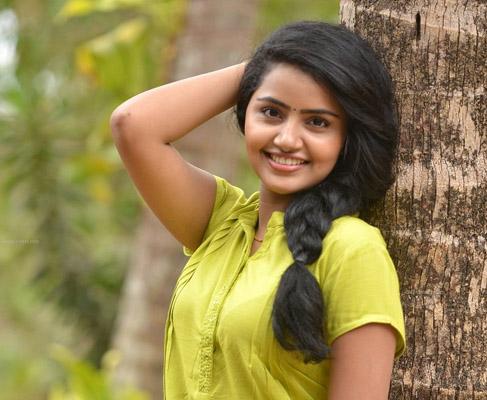 Telugu Anupama Parameswaran, Cute Heroine\\'s Hot Looks, Malayali Beauty-Movie-English