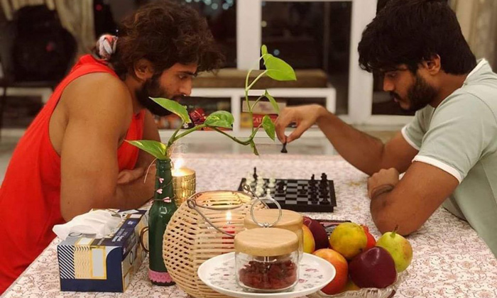 TeluguStop.com - Pic Talk: Deverakonda Brothers Playing Serious Games-Latest News English-Telugu Tollywood Photo Image
