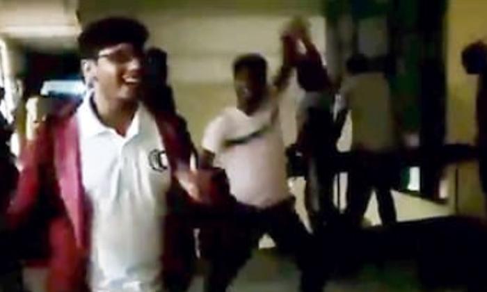 జై కరోనా అంటూ ఐఐటీ స్టూడెంట్స్ ఆనందం,వైరల్ అవుతున్న వీడియో-Breaking/Featured News Slide-Telugu Tollywood Photo Image