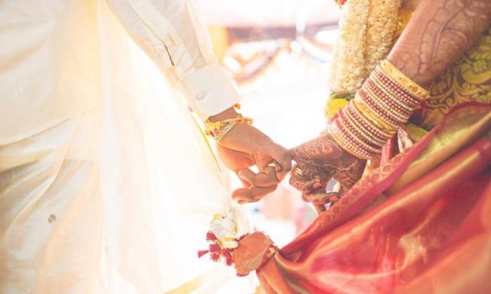 దివ్యాంగుడు అని తెలిసికూడా ప్రేమించి పెళ్లి చేసుకున్న కేరళ యువతి-Breaking/Featured News Slide-Telugu Tollywood Photo Image
