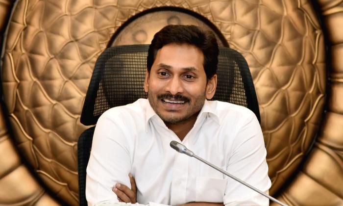 Telugu Ap Elections Post Pone, Corona Effect On Ap Elections, Rashmi Active In Social Media, Rashmi Gautham, Rashmi Jabardasth Anc, Rashmi Support To Talk Jagan Mohan Reddy-Movie
