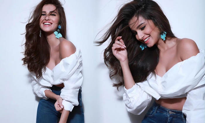 Stylish Pictures Of Tara Sutaria - Telugu Actress Tara Sutaria, Bollywood Actress Tara Sutaria, Latest News, Pictures Of Tara Sutaria, , Tara Sutaria, Tara Sutaria Images, Tara Sutaria Latest Images, High Resolution Photo