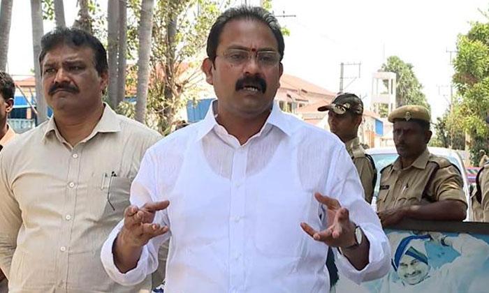 ఇక నుంచి 11 దాటిన తర్వాత బయటికొస్తే తుక్కు రేగ్గొట్టడమే…-Latest News-Telugu Tollywood Photo Image