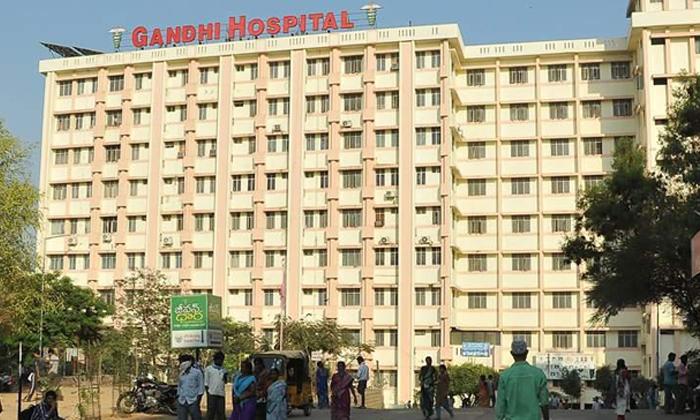 గాంధీ ఆసుపత్రికి క్యూ కట్టిన కరోనా అనుమానితులు-General-Telugu-Telugu Tollywood Photo Image