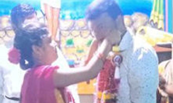 యువతి జీవితాన్ని మలుపు తిప్పిన రైలుప్రయాణం…. ఇక చదవండి…-Latest News-Telugu Tollywood Photo Image