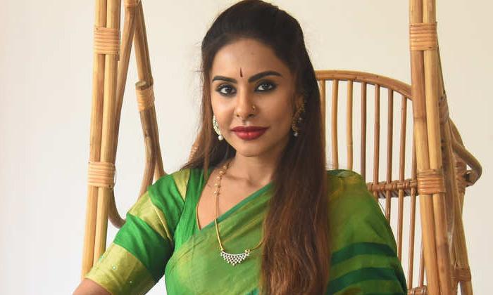 TeluguStop.com - ఆ హీరో ని కాపీ కొట్టొద్దంటున్నశ్రీ రెడ్డి…-Latest News - Telugu-Telugu Tollywood Photo Image