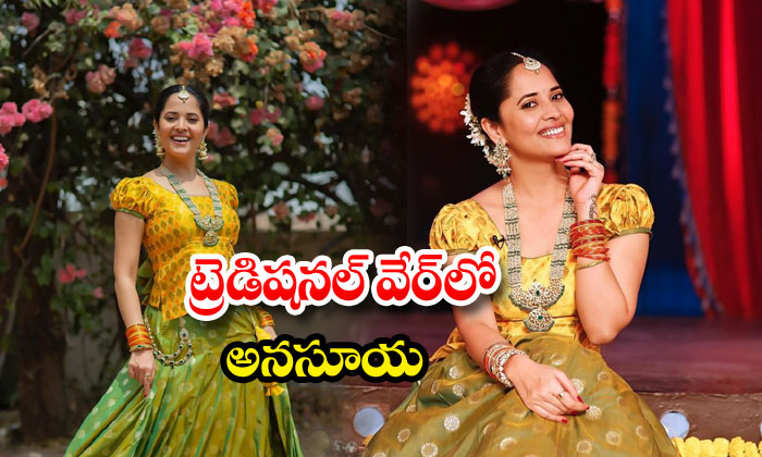 Anasuya Bharadwaj glamorous photos in traditional attire