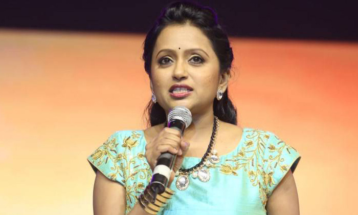 Anchor Suma's Kind Gesture To Her Staff-Latest News English-Telugu Tollywood Photo Image