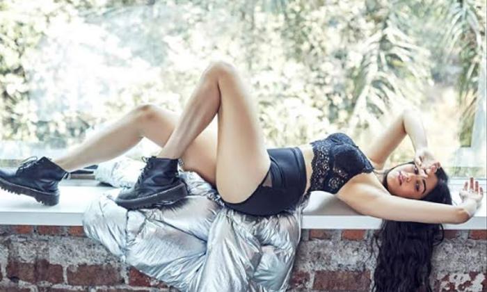 'Kshanam' Beauty Turns Spicy-Movie-English-Telugu Tollywood Photo Image