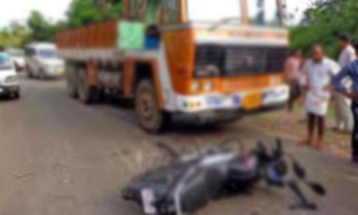 అక్రమ సంబంధానికి భర్త అడ్డొస్తున్నాడని ఏకంగాలారీతో…-Latest News-Telugu Tollywood Photo Image