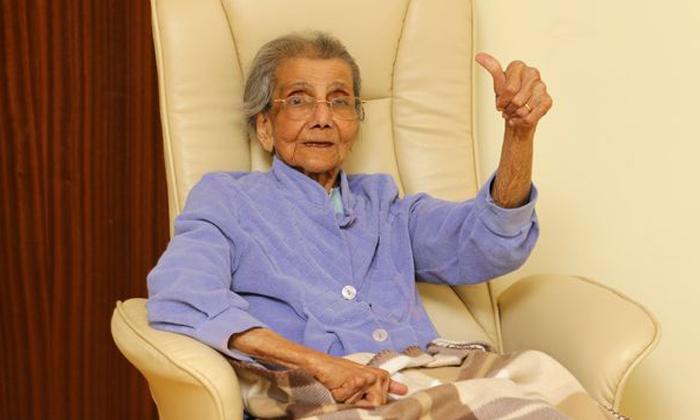 Telugu 98 Year Old Woman, Corona Effect Uk, Coronavirus, Immunity Power, Uk-