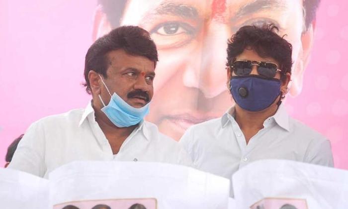 మరో రెండు వారాలు ఎదురు చూడక తప్పదా-Breaking/Featured News Slide-Telugu Tollywood Photo Image