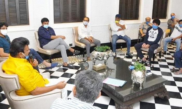 టాలీవుడ్లో కొత్త వివాదానికి తెరలేపిన బాలయ్య-Breaking/Featured News Slide-Telugu Tollywood Photo Image
