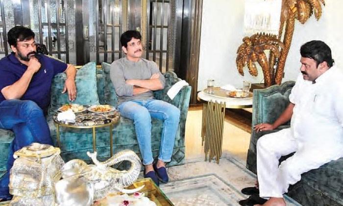 చిరు తన పెద్దరికంను నిలబెట్టుకుంటున్నాడు-Movie-Telugu Tollywood Photo Image
