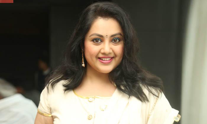 ఆ హీరోకి పెళ్లవడం తనని ఎంతగానో బాదించిందంటున్న ఒకప్పటి స్టార్ హీరోయిన్…-Latest News-Telugu Tollywood Photo Image