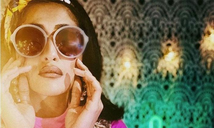 రెట్రో లుక్ లో రెజినా… సోషల్ మీడియాలో ట్రోల్-Movie-Telugu Tollywood Photo Image