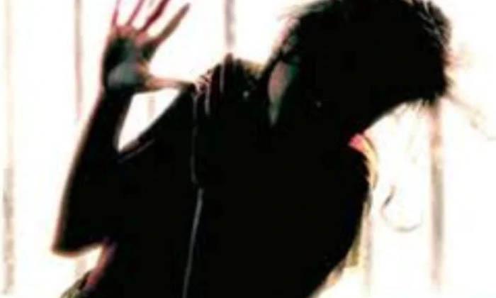 ప్రిన్సిపాల్ కదా అని ఇంటికి వెళితే… చివరికి…-Latest News-Telugu Tollywood Photo Image