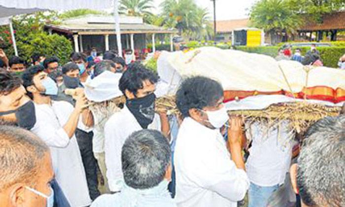 పాడె మోసిన మెగాస్టార్-Movie-Telugu Tollywood Photo Image