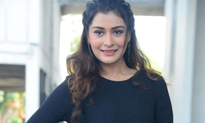 ఖాళీ టైమ్ లో ఏం చేయాలో సలహాలు ఇస్తున్న పాయల్`-Movie-Telugu Tollywood Photo Image