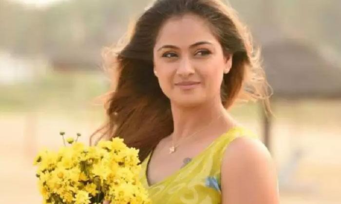 చంద్రముఖి సీక్వెల్ లో నటించడం లేదు… సీనియర్ హీరోయిన్ క్లారిటీ-Movie-Telugu Tollywood Photo Image