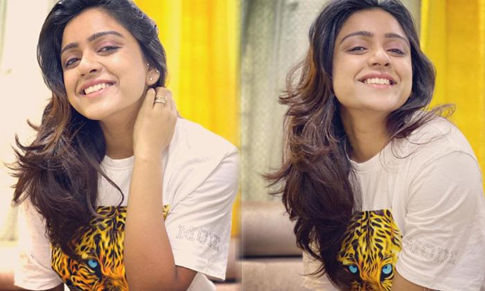 Actress Vithika Sheru Cute Candid Clicks-telugu Actress Hot Photos Actress Vithika Sheru Cute Candid Clicks - Telugu To High Resolution Photo