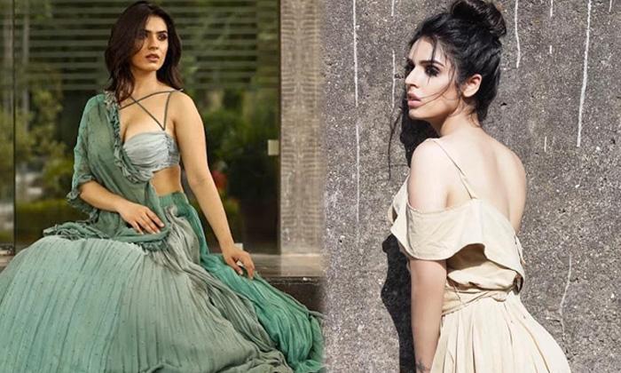 Bollywood Actress Sidhika Sharma Romantic Poses-telugu Actress Hot Photos Bollywood Actress Sidhika Sharma Romantic Pose High Resolution Photo