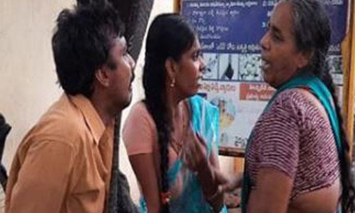 పాల ప్యాకెట్ కోసం వెళ్లిన చిన్నారి… చివరకు ..-General-Telugu-Telugu Tollywood Photo Image