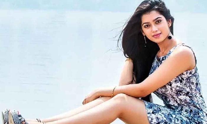 షూటింగ్స్ కి ఒకే కానీ కండిషన్స్ అప్లై అంటున్న అందాల భామ-Movie-Telugu Tollywood Photo Image
