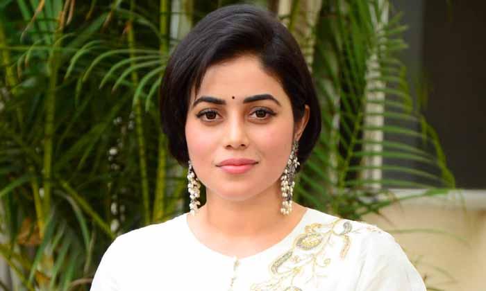 పెళ్లి చేసుకోనంటున్న హీరోయిన్.. ఎవరో తెలుసా-Gossips-Telugu Tollywood Photo Image
